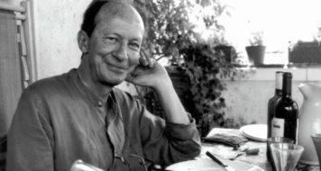 Embora unido a Foucault sob o aspecto metodológico, o italiano giorgio Agamben (foto) teria tomado dois campos de investigação que o filósofo francês deixou de lado: o direito e a teologia (Reprodução)