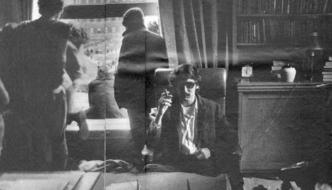 David Shapiro na cadeira do presidente da Universidade de Columbia, abril de 1968