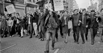 Protesto estudantil em Paris, 1968 (Philippe Gras)
