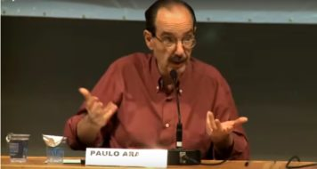 O filósofo e professor da USP, Paulo Arantes (TV CULT)