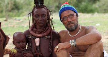 Sérgio Guerra no Deserto do Namibe, casa dos povos Herrero, em Angola (Sérgio Guerra/Divulgação)