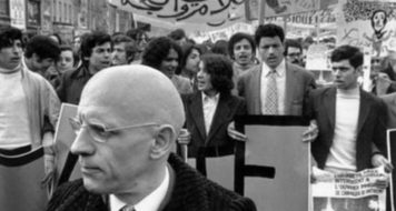Foucault participa de manifestação de apoio a trabalhadores imigrantes em Paris, em 1973 (Foto Gilles Peres/ Latinstock)