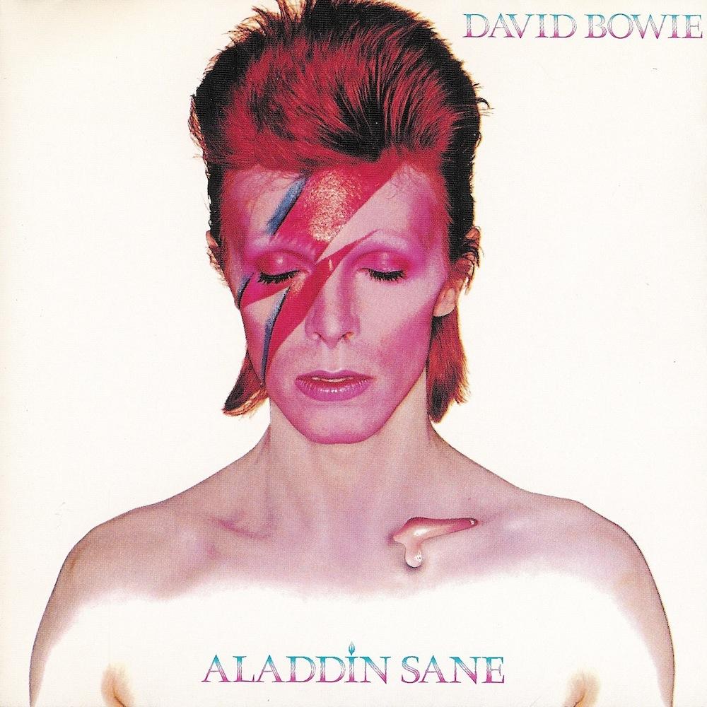 Aladdin Sane (1973): Bowie encarna a personagem que o nomeia, uma evolução do alienígena Ziggy Stardust. Apesar de ser um dos mais icônicos álbuns do músico, ele ainda divide a opinião da crítica especializada