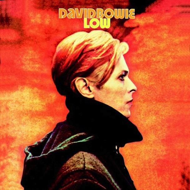 """Low (1977): É o primeiro disco da chamada """"Trilogia de Berlim"""", composta em colaboração com Brian Eno, entre 1977 e 1979"""