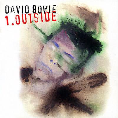 """Outside (1995): O disco colocou Bowie de volta no circuito do rock com singles como """"The Hearts Filthy Lesson, """"Strangers When We Meet"""" e """"Hallo Spaceboy"""""""