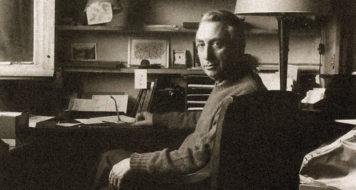Roland Barthes em seu escritório, nos anos 1970 (Julian Guindeau, L'Express / Divulgação)