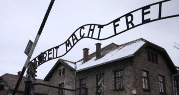 A entrada de Auschwitz (Reprodução)