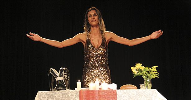Atriz travesti interpreta Jesus em espetáculo 'transfeminista'