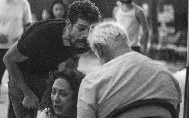 Cauã Reymond, Eliane Giardini e Antonio Fagundes durante a preparação do elenco (Foto: Leandro Pagliaro/Fotografias - O Processo Criativo dos Atores de 'Dois Irmãos)