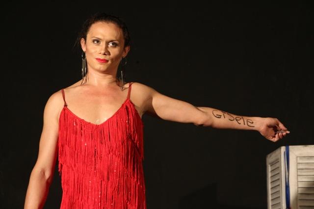 Fascínio travesti: estética, ontologia e política na peça BR-Trans