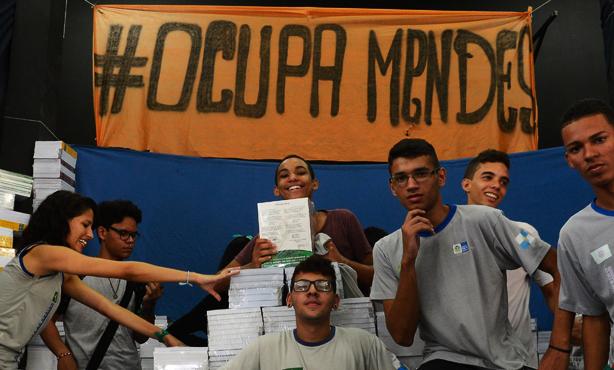 Uma escola longe de nós: sobre o golpe na educação e as ocupações