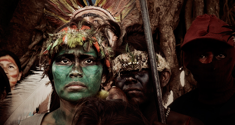 'Há uma guerra declarada aos territórios indígenas no Brasil', diz documentarista