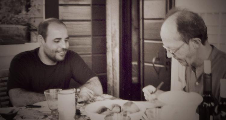 Cláudio Oliveira e Agamben na casa do filósofo, em Veneza (Foto: Andreas Hiepko)