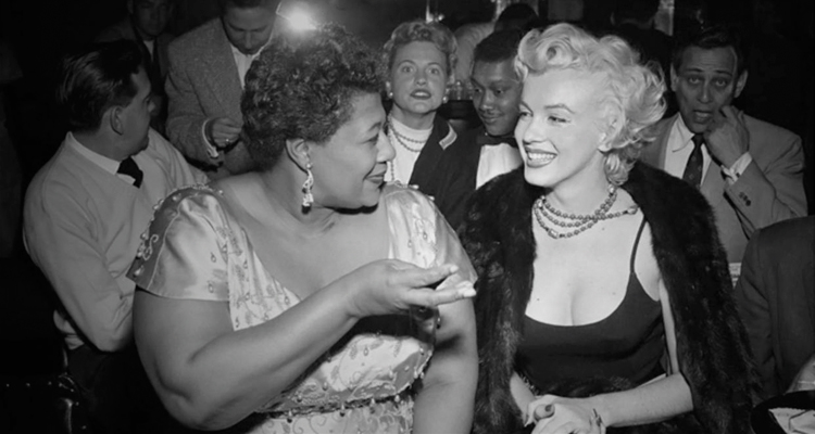 A atriz Marylin Monroe e a cantora Ella Fitzgerald conversando no Club Tiffanny em Hollywood. (Foto: Bettmann/Corbis)
