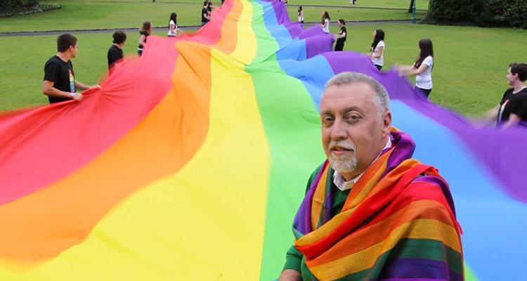 Bandeira LGBT foi criada por ex-militar inspirado por cultura hippie