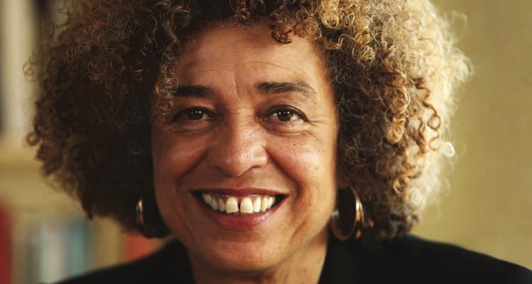 Angela Davis: Os EUA têm muito a aprender com o feminismo negro brasileiro