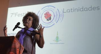 Angela Davis no Festival Latinidades, em Brasília, em 2014 (Foto: Valter Campanato / Agência Brasil)