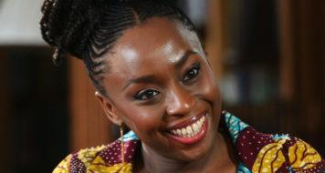 A escritora nigeriana Chimamanda Ngozi Adichie (Divulgação)