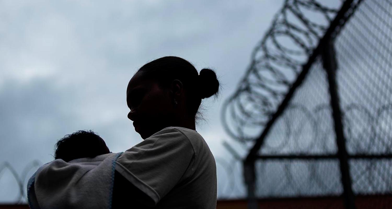 foto do livro 'mães do cárcere', que investiga maternidade atrás das grades