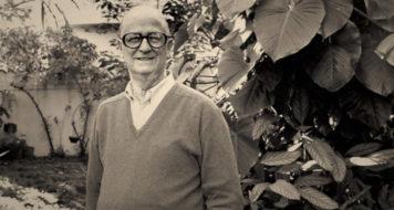 Décio de Almeida Prado, no jardim de sua casa, 1988 (Foto Sérgio Tomisaki/Folhapress)