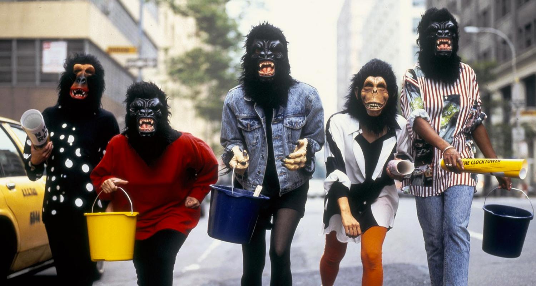 Grupo anônimo que denuncia machismo na arte, Guerrilla Girls traz performance ao Masp