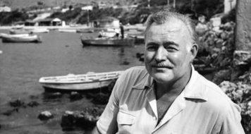 O escritor Ernest Hemingway em Cuba, em 1952