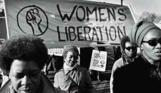 Grupo Women's Liberation marcha em apoio ao Partido dos Panteras Negras, em 1969 (Reprodução/David Fenton/Getty Images)