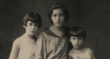 As três irmãs: Elisa (ao centro), Tania (à esquerda), Clarice