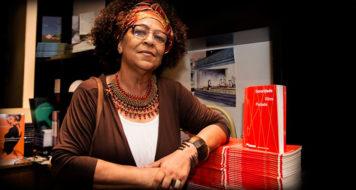 A escritora Vilma Piedade durante lançamento de Dororidade na Blooks Livraria