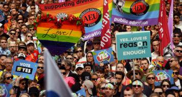 Uma multidão foi às ruas de Sydney pedindo que o casamento entre pessoas de mesmo sexo fosse legalizado. (Divulgação)