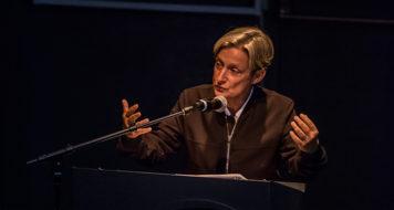 Judith Butler no seminário internacional 'Os fins da democracia', no Sesc Pompéia (Foto Erika Mayumi / Divulgação)