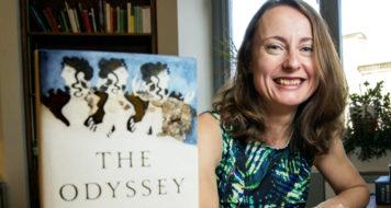 Emily Wilson, a primeira mulher a traduzir 'A Odisséia' para o inglês (Foto Michael Bryant / Divulgação)