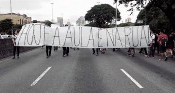 Estudantes em manifestação contra a reorganização das escolas estaduais de São Paulo, em 2015 (Divulgação)