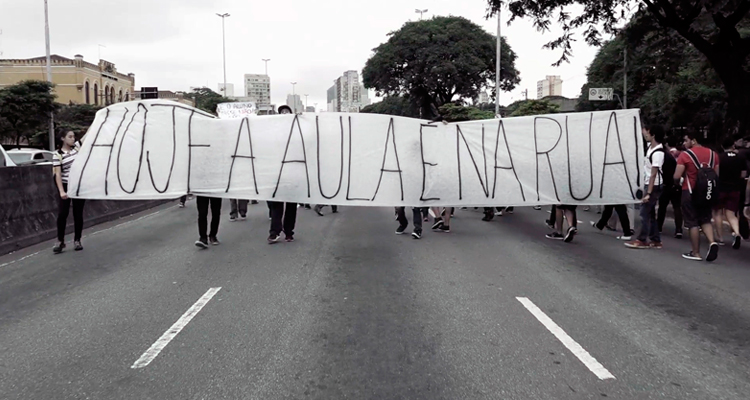 Filme 'Escolas em luta' narra ocupações da perspectiva dos estudantes