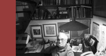 Benedito Nunes em seu pequeno escritório-biblioteca, repleto de livros e fotografias (Foto Paula Sampaio)