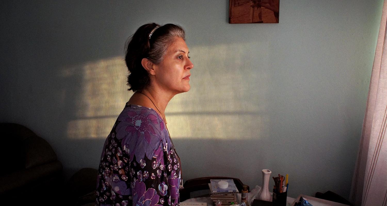A atriz Magali Biff em cena do filme Pela janela, com direção de Caroline Leone (Foto Dezenove e som / Divulgação)