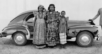 Bamako (Mali), entre 1948 e 1963. Foto de Seydou Keïta/ Contemporary African Collection (CAAC) - The Pigozzi Collection