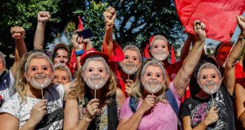 Atividade das mulheres no Acampamento Democrático Lula Livre, em Curitiba (Foto: Ricardo Stuckert)