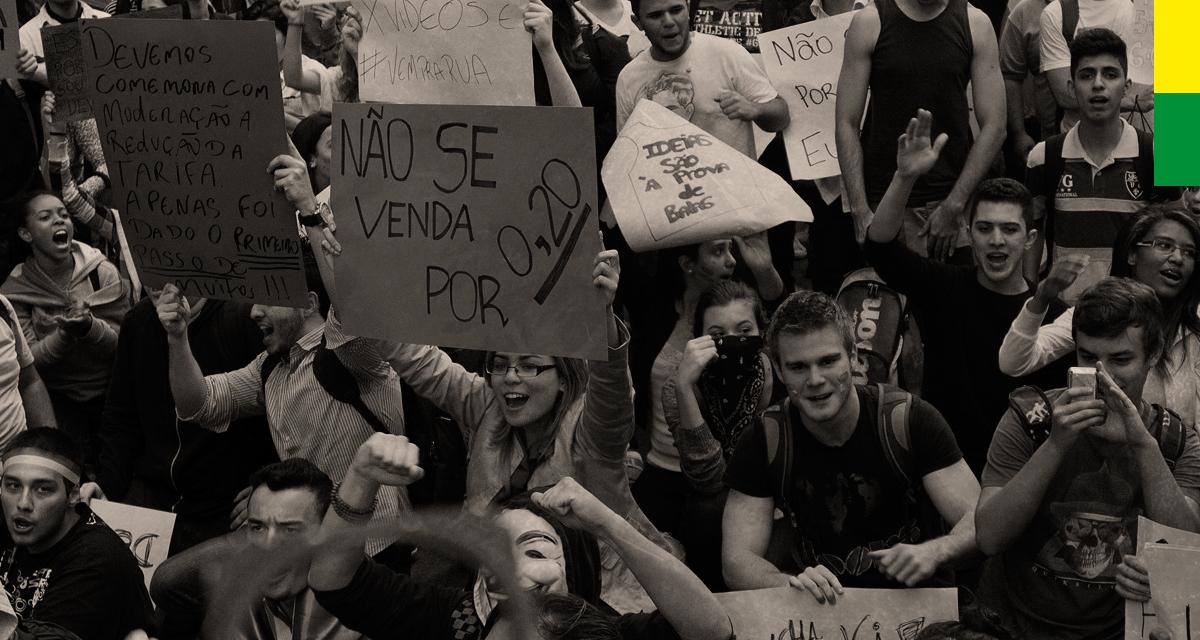 Manifestação na Avenida Paulista dia 20 de junho de 2013 (Arte Andreia Freire / Foto Marcos Santos / USP Imagens)