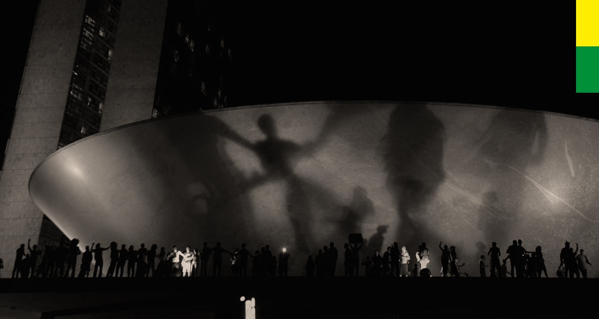 Manifestantes ocupam ocupam rampa e cúpula do Congresso Nacional. O protesto é contra gastos na Copa, corrupção e por melhorias no transporte público, na saúde e na educação (Arte Andreia Freire / Foto Marcello Casal Jr / ABr)
