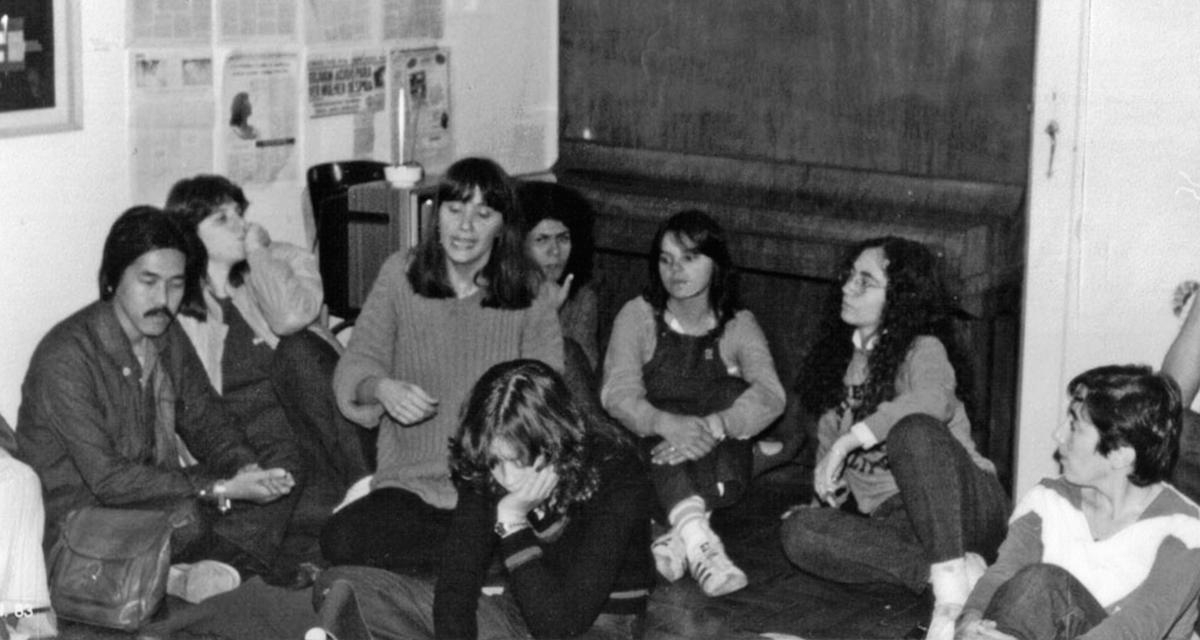Integrantes do Somos, GALF e SOS Mulher na sede do GALF-Outra Coisa em junho de 1983 (Acervo Rede de Informação – Um outro olhar)