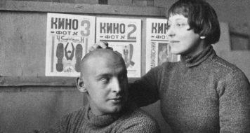 Os designers e artistas gráficos Varvara Stepanova e Aleksandr Rodtchenko, 1923 (Foto Mikhail Kaufman)