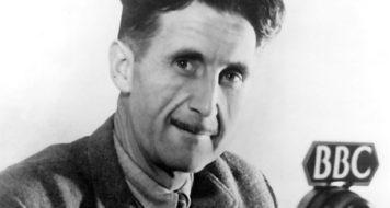 George Orwell na BBC em 1940 (Reprodução)