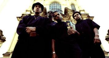 Os Racionais MC's (Mano Brown, Ice Blue, KL Jay e Edi Rock) em frente ao Mosteiro São Bento, em São Paulo (Foto Klaus Mitteldorf/Divulgação)