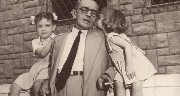 Graciliano Ramos com as netas Sandra (à esquerda) e Vânia (à direita), Rio de Janeiro, 1949 (Fundo Graciliano Ramos do Arquivo IEB/USP / GR-F13-001)