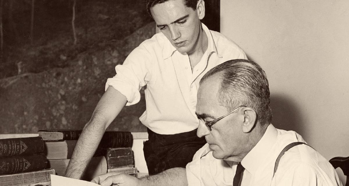 Graciliano Ramos e o filho, Ricardo, Rio de Janeiro, 1948 (Foto Kurt Klagsbrunn / Fundo Graciliano Ramos do Arquivo IEB/USP / GR-F13-016)