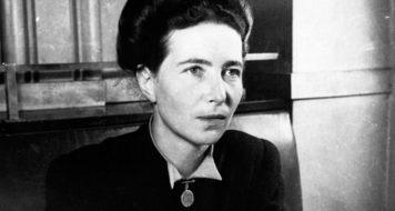 Simone De Beauvoir em 1947, ano em que passa 116 dias nos Estados Unidos, viajando por 19 estados e 56 cidades