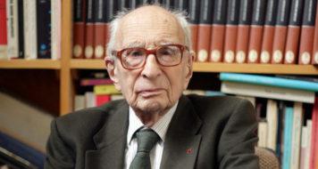O antropólogo Claude Lévis-Strauss em seu escritório no Collège de France (Foto: Divulgação/Collège de France)