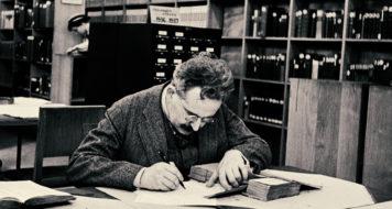 Walter Benjamin na Biblioteca Nacional de Paris, 1937 (Foto Gisèle Freund / Reprodução)