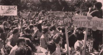 Especial Stonewall; Manifestantes se reúnem no Central Park, de Nova York, na Primeira Marcha do Orgulho Gay (Foto Diana Davies / New York Public Library)